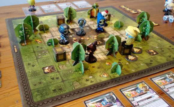 A MOBA, But For Your Table Top | Geek and Sundry